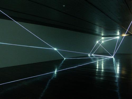 10 CARLO BERNARDINI, Permeable Space 2004, optic fibres, feet h 12x33x75 (part.), Passo Imperiale Museum, Rio de Janeiro.