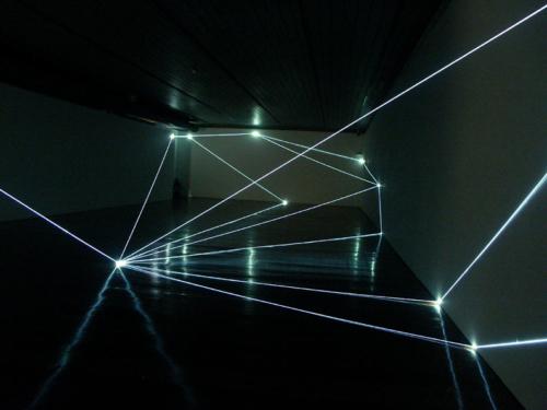 11 CARLO BERNARDINI, Permeable Space 2004, optic fibres, feet h 12x33x75 (part.); Passo Imperiale Museum, Rio de Janeiro.