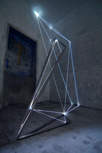 20 CARLO BERNARDINI, Light Catalyst 2005, stainless steel, optic fibers, feet h 18x14x11; Viterbo, S.Tommaso Church.