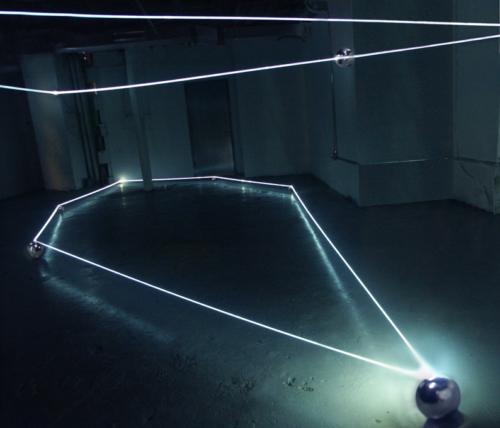 02 CARLO BERNARDINI, Event Horizon 2007, optic fibers, stainless steel spheres; feet h 14x45x35 (part.); New York, Swing Space, LMCC.