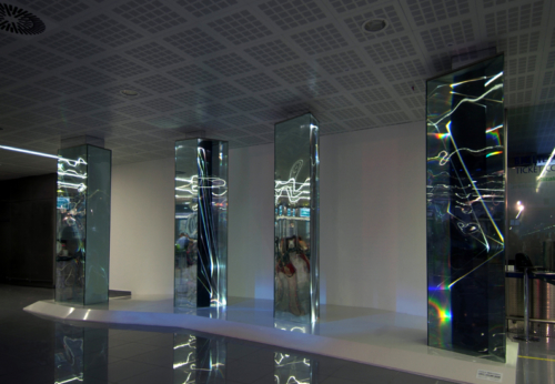 03 CARLO BERNARDINI, LIGHT WAVES 2008, Glass prisms, optic fibers, olf surface, videoprojection, sound; feet h 13x31x7. Brindisi; Aeroporto del Salento.