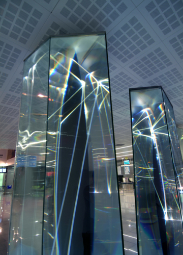 04 CARLO BERNARDINI, LIGHT WAVES 2008; Glass prisms, optic fibers, olf surface, videoprojection, sound; feet h 13x31x7. Brindisi, Aeroporto del Salento.