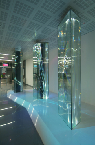 06 CARLO BERNARDINI, LIGHT WAVES 2008; Glass prisms, optic fibers, olf surface, videoprojection, sound, feet h 13x31x7. Brindisi, Aeroporto del Salento.