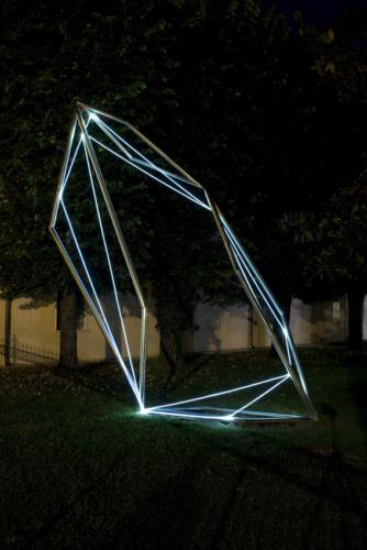10 CARLO BERNARDINI, CODICE SPAZIALE 2009, Fibre ottiche e acciaio inox, mt h 6x2x3. Twister, MAM Museo d'Arte Moderna, Gazoldo degli Ippoliti, Mantova (opera permanente).