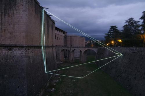 65 Carlo Bernardini La materia è il vuoto, 2011 Fibre ottiche, mt h 26 x 22 x 12. Forte Spagnolo, L'Aquila
