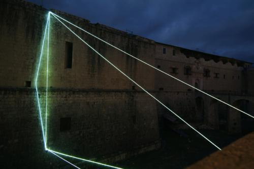 66 Carlo Bernardini La materia è il vuoto, 2011 Fibre ottiche, mt h 26 x 22 x 12 Forte Spagnolo, L'Aquila