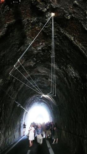 69 Carlo Bernardini La luce che genera lo spazio, 2011 Fibre ottiche, mt h 6 (da terra) x 15 x 7. Tunnel Gallery, Levanto Bonassola