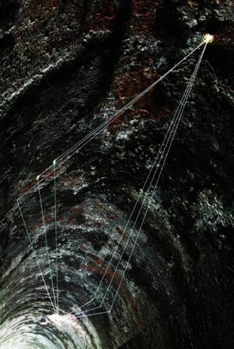 70 Carlo Bernardini La luce che genera lo spazio, 2011 Fibre ottiche, mt h 6 (da terra) x 15 x 7. Tunnel Gallery Levanto Bonassola