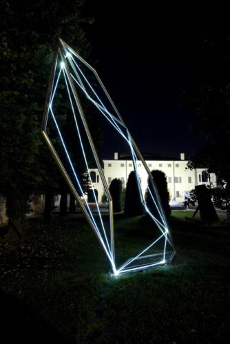 03 CARLO BERNARDINI, Spatial Code 2009, Fiber optic, stainless steel, feet h 22x7x11, Twister, MAM Museo d'Arte Moderna, Gazoldo degli Ippoliti, Mantova (permanent work).