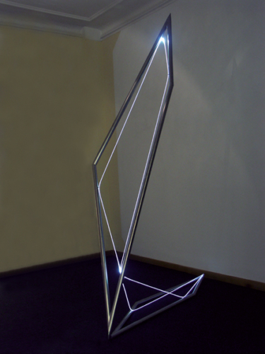 36 CARLO BERNARDINI, Space Drawing 2006, Optic fiber, stainless steel, feet h 9x6x1,5. Light On, Galleria Artiscope, Bruxelles.