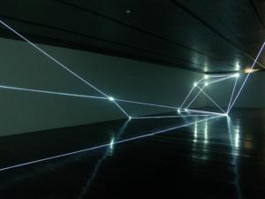 10 CARLO BERNARDINI, Spazio Permeabile 2004, fibre ottiche, mt h 4x11x25 (part.), Museo Passo Imperiale, Rio de Janeiro.
