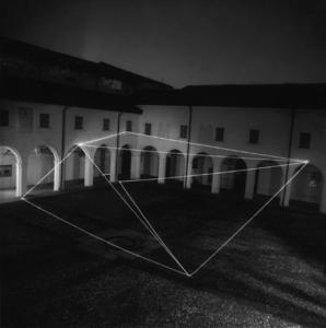 15 CARLO BERNARDINI, Spazio Permeabile 1999, fibre ottiche, mt h 6,5x20x20; Chiostri di S.Domenico, Reggio Emilia.