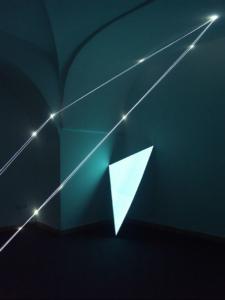 21 CARLO BERNARDINI, SPAZIO PERMEABILE 2003 (Partic.) Fibre ottiche, superficie elettroluminescente, mt h 3x4,5x4, XIV Quadriennale, Palazzo Reale, Napoli.