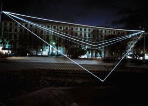 31 CARLO BERNARDINI, Spazio Permeabile 2001, fibre ottiche, mt h 8x30x35, Piazza Cavour, Ancona.