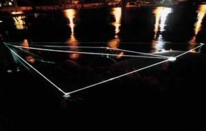 32 CARLO BERNARDINI, Spazio Permeabile 2002, fibre ottiche in  acqua alta, m h 1,5x15x8, Jesolo (VE), Terrazza Mare, Light-Proof–A prova di luce.