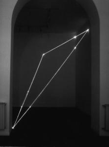 40 CARLO BERNARDINI, DIVISIONE DELL'UNITA` VISIVA 1999, Fibre ottiche, m h 4x4x3,5, Galleria Spaziotemporaneo, Milano.