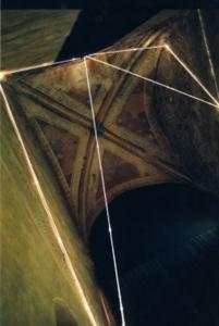 43 CARLO BERNARDINI, DIVISIONE DELL'UNITA` VISIVA 1998 Fibre ottiche, mt h 11x4x4,5, Galleria d'Arte Moderna, Chiesa di S.Francesco, Udine.
