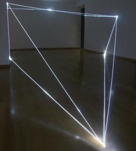 01 CARLO BERNARDINI, Stati di Illuminazione 2004, fibre ottiche, m h 3x6x15. Milano, Galleria Bruna Soletti.
