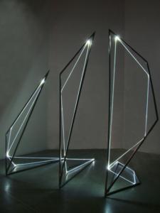 13 CARLO BERNARDINI, Linea di Luce 2004, Acciaio, fibre ottiche, mt h 3x2x3, Galleria Fioretto, Padova.