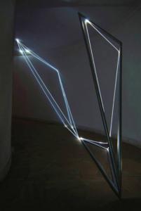 19 CARLO BERNARDINI, Catalizzatore di Luce 2005, fibre ottiche e acciaio inox, H mt 3x4,5x1,5, Roma, Accademia di S.Luca.
