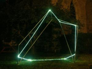 28 CARLO BERNARDINI, Space Drawing 2005, acciaio inox e fibra ottica, h cm 260x150x300, Great Barrington USA, Sculpture in the public arena, Main Street.
