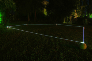 06 CARLO BERNARDINI, Orizzonte degli Eventi 2007, fibre ottiche, sfere in terracotta; mt h 0,50x15x12. Ariis di Rivignano (UD), Villa Ottello Savorgnan.