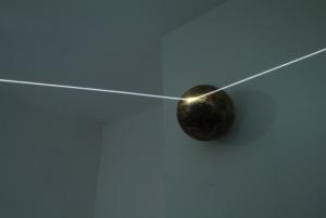 09 CARLO BERNARDINI, Orizzonte degli Eventi 2007, fibre ottiche, sfere di legno tribali; mt h 2x6x5 (part.) Como, Allarmi3, Casema De Cristoforis.