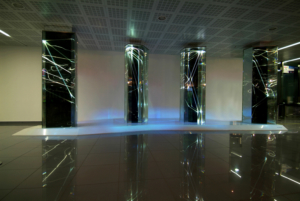 01 CARLO BERNARDINI, LIGHT WAVES 2008, Prismi in vetro stratificato, fibre ottiche, superficie olf, videoproiezione, audio mt h 3,40x8,50x2; Brindisi, Aeroporto del Salento.