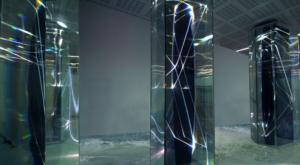 02 CARLO BERNARDINI, LIGHT WAVES 2008. Prismi in vetro stratificato, fibre ottiche, superficie olf, videoproiezione, audio mt h 3,40x8,50x2, Brindisi, Aeroporto del Salento.