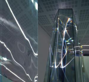 05 CARLO BERNARDINI, LIGHT WAVES 2008; Prismi in vetro stratificato, fibre ottiche, superficie olf, videoproiezione, audio mt h 3,40x8,50x2, Brindisi, Aeroporto del Salento.