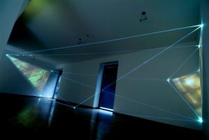 08 CARLO BERNARDINI - MANU SOBRAL, LA QUARTA DIREZIONE DELLO SPAZIO 2008, project 2004, fibre ottiche, video interattivi, audio, m h 3x5x13. Milano, Galleria Bruna Soletti.