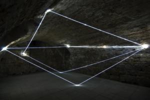 28 CARLO BERNARDINI, ACCUMULATORE DI LUCE 2008, Installazione ambientale in fibre ottiche, mt h 3x6x4. Triefenstein Homburg (Frankfurt), Kunst in Schloss Homburg.