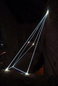 39 CARLO BERNARDINI, INTERRELAZIONI NELLO SPAZIO 2008, Installazione in fibre ottiche mt h 6x4x10; Rivara (TO) Castello di Rivara.