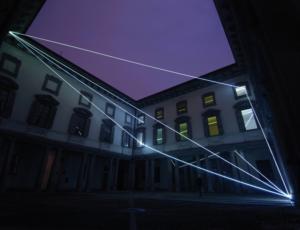 02 CARLO BERNARDINI, LA LUCE CHE GENERA LO SPAZIO 2009 – 2010, Installazione ambientale in fibre ottiche, mt h 18x25x27; Palazzo Litta, Direzione dei Beni Culturali, Milano.