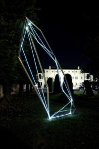 12 CARLO BERNARDINI, CODICE SPAZIALE 2009, Fibre ottiche e acciaio inox, mt h 6x2x3, Twister, MAM Museo d'Arte Moderna, Gazoldo degli Ippoliti, Mantova (opera permanente).