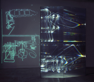 14 CARLO BERNARDINI, FANTASMA DI DUCHAMP 2009, Fibre ottiche, plexiglass, superficie OLF e videoproiezione, cm h 262x138x40. Museo d'arte, Villa Ciani, Lugano.