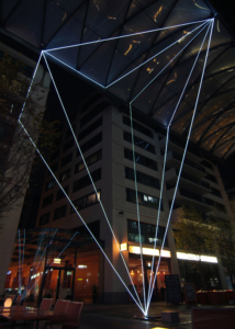 08 Carlo Bernardini, Suspended Crystallization 2010, installazione ambientale in fibre ottiche, mt h 25x21x18; Artlight Festival, CityQuartier Domaquarèe, Berlino.
