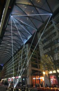 12 Carlo Bernardini, Suspended Crystallization 2010; installazione ambientale in fibre ottiche, mt h 25x21x18. Artlight Festival CityQuartier Domaquarèe, Berlino.