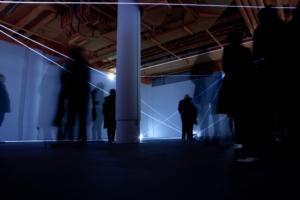 22 Carlo Bernardini, Vacuum 2011, installazione in fibre ottiche, mt h 4x16x14. Delloro Arte Contemporanea, Berlino.
