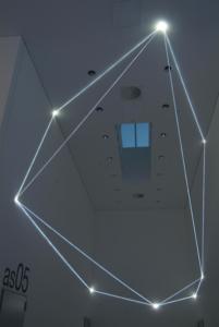 39 Carlo Bernardini, Disegno del Vuoto 2011; installazione in fibre ottiche, mt h (da terra) 7,5x14x5; Bocconi Art Gallery, Università Bocconi, Milano.
