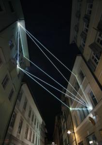 49 Carlo Bernardini, Raumzeichnung mit Licht 2010; installazione in fibre ottiche, mt h (da terra)16x7x12. Via Dr. Streiter, Bolzano.