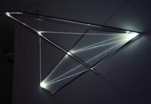 16 Carlo Bernardini La materia è il vuoto, 2012 Fibre ottiche, acciaio inox, mt h 1,5 x 2,4 x 1,4. Grossetti arte contemporanea, Milano