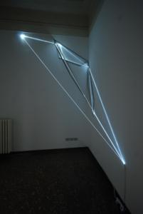 17 Carlo Bernardini La materia è il vuoto, 2012 Fibre ottiche, acciaio inox, mt h 4 x 4 x 2. Oltre L'attimo, ArteFiera Off, via Belle Arti 15, Bologna
