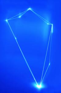05 Carlo Bernardini Infinity, 2013 Fibre ottiche, spazio curvo, mt h 3 x 3 x 4. The House Peroni, Londra