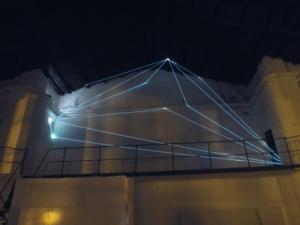 13 Carlo Bernardini Dimensioni Invisibili, 2014 Installazione in fibre ottiche, mt h 4,50 x 2 x 12. La Bienal del Fin del Mundo, Mar del Plata