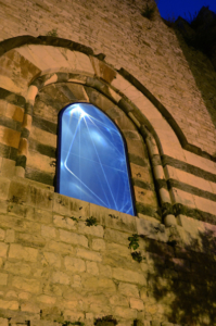 16 Carlo Bernardini Il Passo della Luce, 2014 Cavo elettroluminescente, fibra ottica, olf - optical lighting film, vetro stratificato temperato, mt h 13 x 180 x 3. Prato, Castello dell'Imperatore, Cassero Medioevale