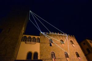 27 Carlo Bernardini Il respiro del vuoto, 2014 Fibra ottica, mt h 35 x 20 x 8. Icastica 2014, Piazza della Libertà, Arezzo