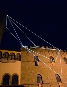 28 Carlo Bernardini Il respiro del vuoto, 2014 Fibra ottica, mt h 35 x 20 x 8. Icastica 2014, Piazza della Libertà, Arezzo