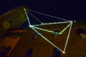 29 Carlo Bernardini Il respiro del vuoto, 2014 Fibra ottica, mt h 35 x 20 x 8. Icastica 2014, Piazza della Libertà, Arezzo