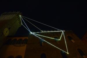 30 Carlo Bernardini Il respiro del vuoto, 2014 Fibra ottica, mt h 35 x 20 x 8. Icastica 2014, Piazza della Libertà, Arezzo
